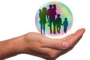 意外と見落としがちな保険の見直し。保険で節約をするにはどうすれば?