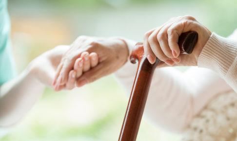 介護費用は総額でいくらかかる?公的介護保険制度の仕組みと「払えない」と頭を抱える家計が持つべき原則とは。