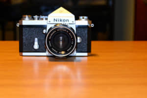【7731】出遅れ銘柄であるニコン(Nikon)は買い?株価の見通しを業績推移とテクニカルから予想する。