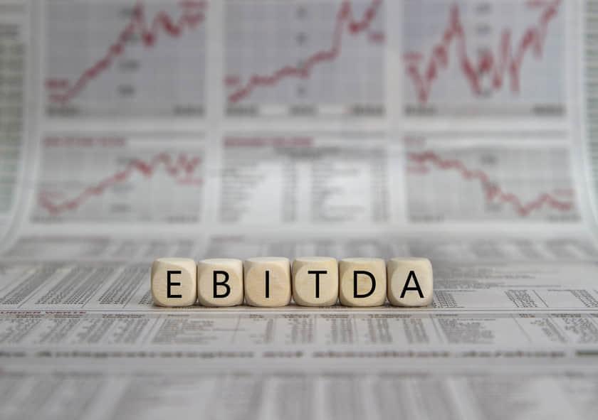 企業の割安度を見極める「EV/EBITDA倍率」とは?具体例を交えてわかりやすく解説。